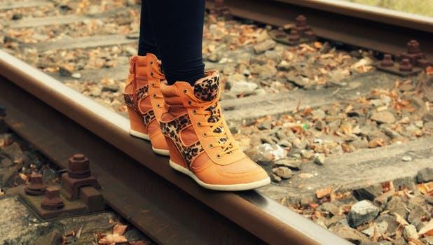 Top tendencias de moda en pieles estampadas para zapatos